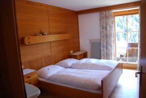Eines der Schlafzimmer des Apartments, Stachlerhof, Anna Steiner, Ferien auf dem Bauernhof | Foto: Anna Steiner